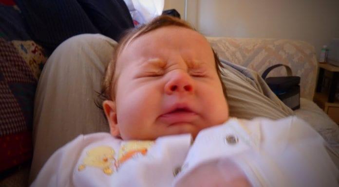 ทารกจามบ่อยผิดปกติไหม?