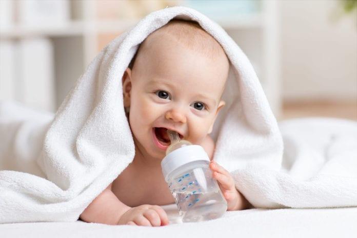 เด็กอายุต่ำกว่า 6 เดือนดื่มน้ำได้หรือไม่