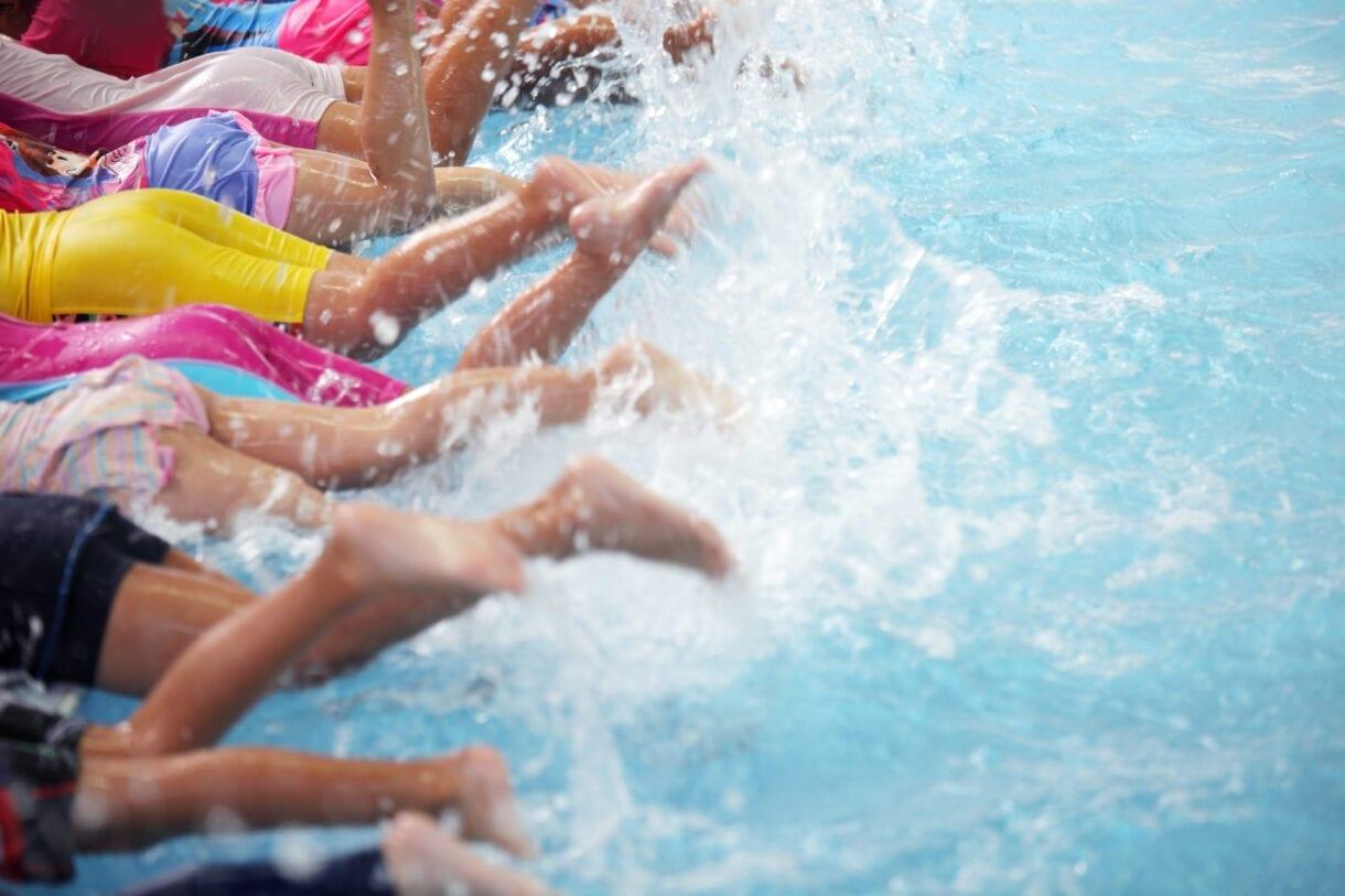 โรคติดต่อจากการว่ายน้ำร่วมกัน
