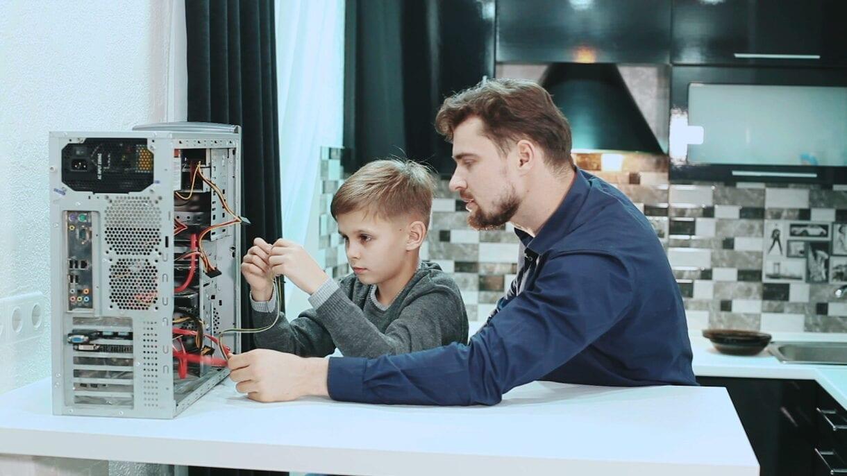 สิ่งที่ควรรู้เกี่ยวกับความปลอดภัยทางไฟฟ้าสำหรับเด็ก