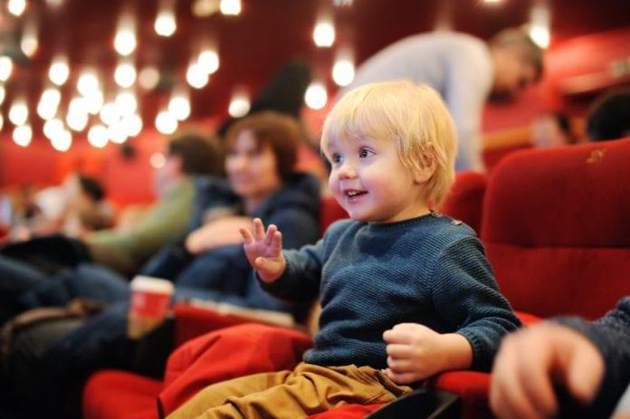 สิ่งที่ควรทราบก่อนพาลูกไปดูหนัง