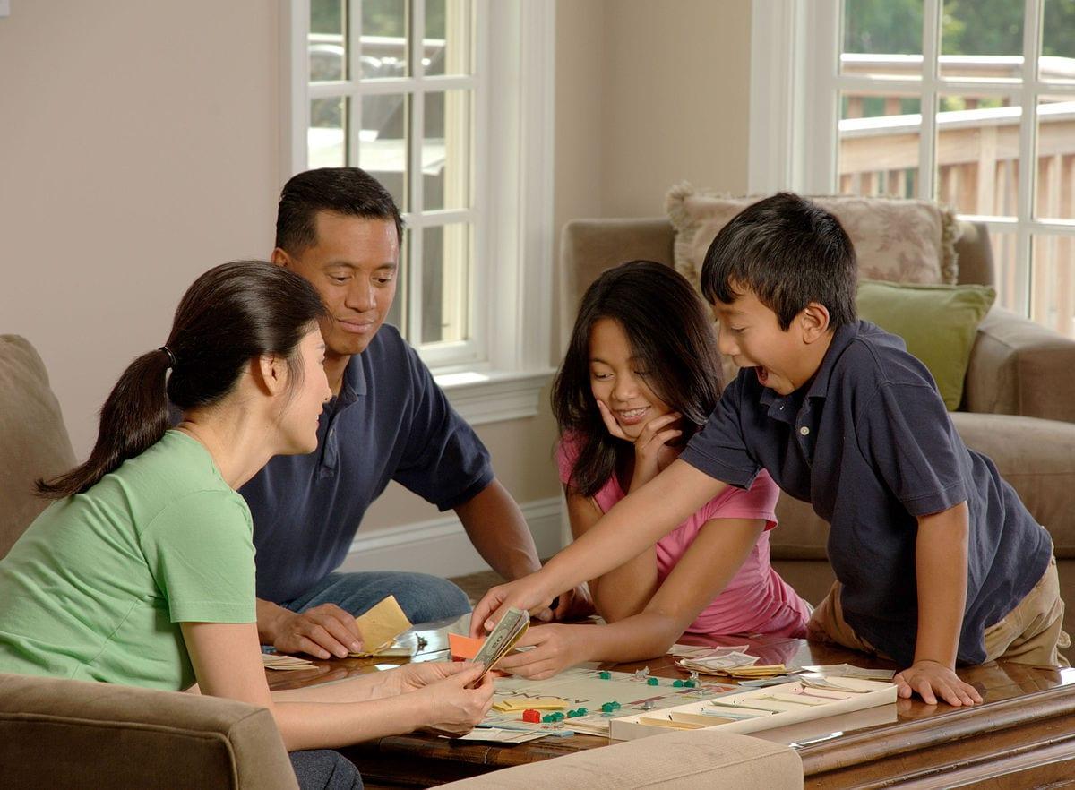 การเล่นเกมกระดาน การ์ดเกม