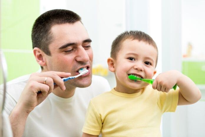 ยาสีฟันผสมฟลูออไรด์ ปลอดภัยสำหรับเด็กหรือไม่