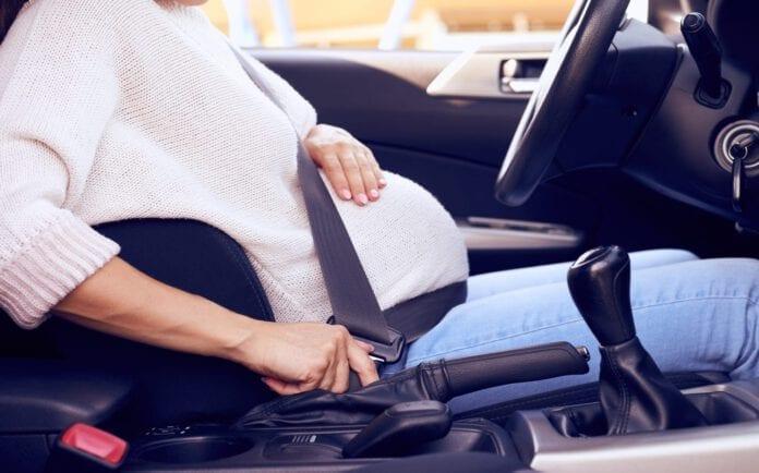 คนท้องขับรถ