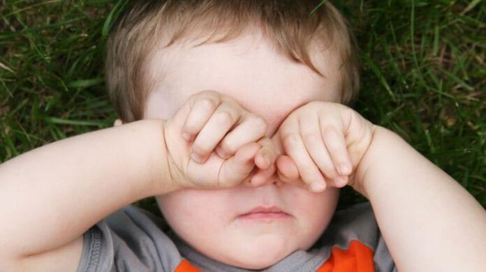 ลูกชอบขยี้ตา สาเหตุและการป้องกัน